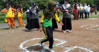 Ikhtiar Ponpes Bayt Al-Hikmah Pasuruan Ajak Santri dan Pelajar Pertahankan Permainan Tradisional