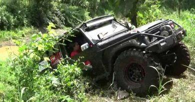 Kado Hari Kartini, Offroaderwati Taklukan Sungai Bidadari di Lereng Gunung Bromo
