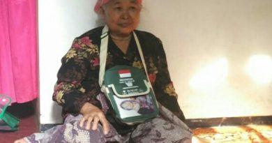 Cerita Nenek Penjual Nasi Jagung yang Bertahun-tahun Nabung Akhirnya Berangkat Haji