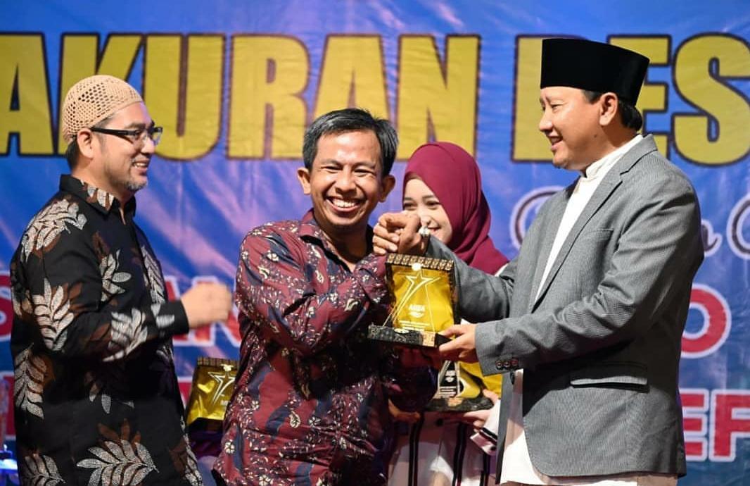 Bos Kabarpas Raih Penghargaan dari Pabrik Aqua