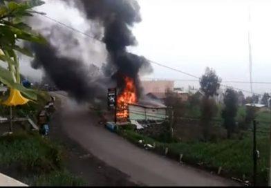 Toko di Area Wisata Bromo Tiba-tiba Ludes Terbakar