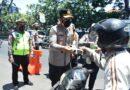 Ops Patuh Semeru 2021, Polisi Sidoarjo Edukasi Prokes dan Tertib Lalu Lintas ke Pengendara